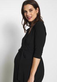 Cake Maternity - LONG SLEEVE WRAP DRESS - Vestito di maglina - black - 3