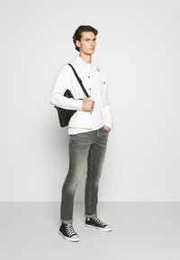 Calvin Klein Jeans - SLIM - Jeans slim fit - visual grey - 1