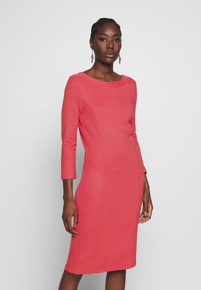DRESS - Sukienka dzianinowa - soft raspberry