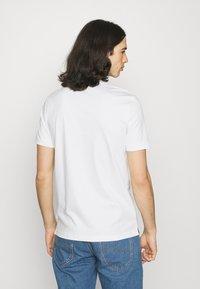 Calvin Klein - LIQUID TOUCH SLIM FIT - Polotričko - bright white - 2