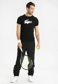 Lacoste Sport - BIG LOGO - T-shirt imprimé - black/white - 1