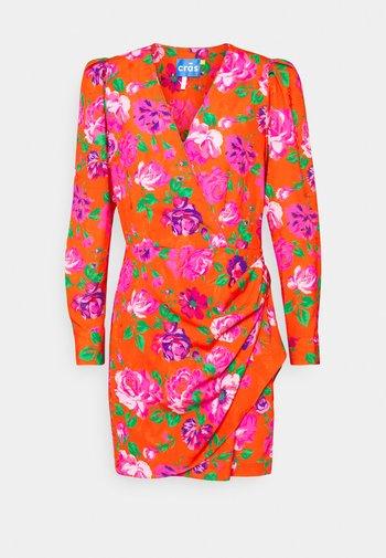 YRSA DRESS - Robe d'été - pink