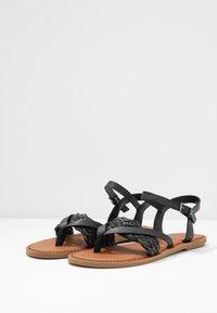 TOMS - LEXIE - Sandály s odděleným palcem - black - 4