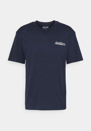 JORCLAY TEE CREW NECK - Print T-shirt - navy blazer