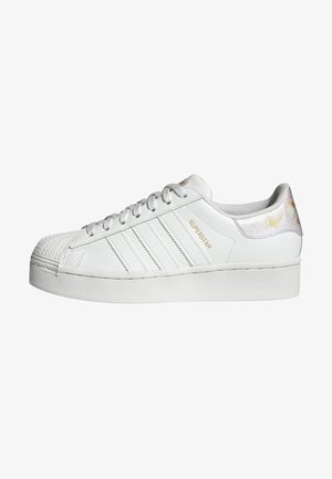 SUPERSTAR SPORTS INSPIRED SHOES - Tenisky - cwhite/cwhite/goldmt
