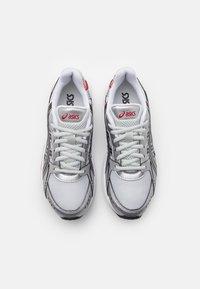 ASICS SportStyle - GEL KYRIOS UNISEX - Sneakers basse - glacier grey/black - 3
