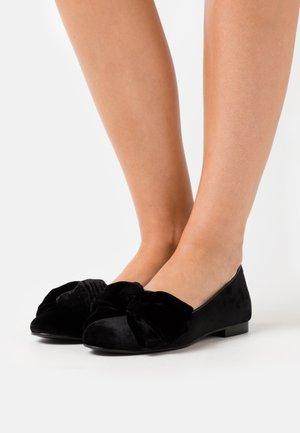CLASSIC - Nazouvací boty - archibald/black