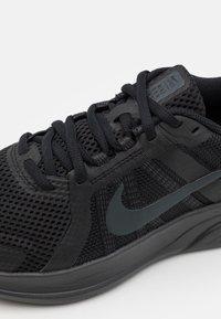 Nike Performance - RUN SWIFT 2 - Neutrala löparskor - black/dark smoke grey - 5