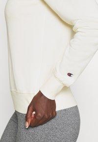 Champion - CREWNECK - Sweatshirt - off-white - 5