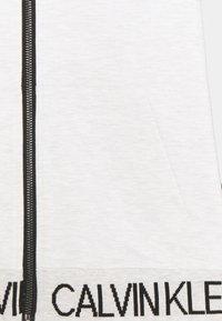 Calvin Klein Jeans - PUNTO FABRIC MIX ZIP THROUGH - Mikina na zip - grey - 2