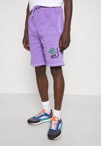 Vintage Supply - OVERDYE BRANDED - Shorts - lilac - 4