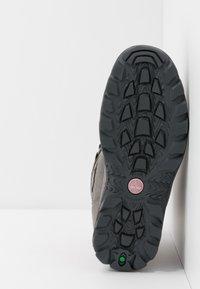 Timberland - CHILLBERG 2 STRAP GTX - Winter boots - medium grey - 5