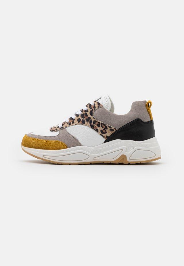 Sneakers laag - blye