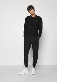 Vivienne Westwood - CLASSIC STRIPE COLLAR - Polo shirt - black - 1