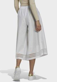 adidas Originals - Pantalones - white - 2