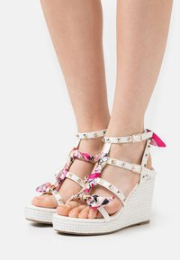 Tata Italia - SERENA  - Korkeakorkoiset sandaalit - white - 0