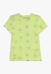 Blue Effect - BOYS PALMEN ALLOVER - Print T-shirt - neon gelb - 0