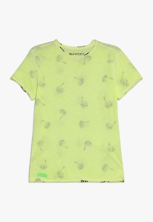 BOYS PALMEN ALLOVER - Print T-shirt - neon gelb