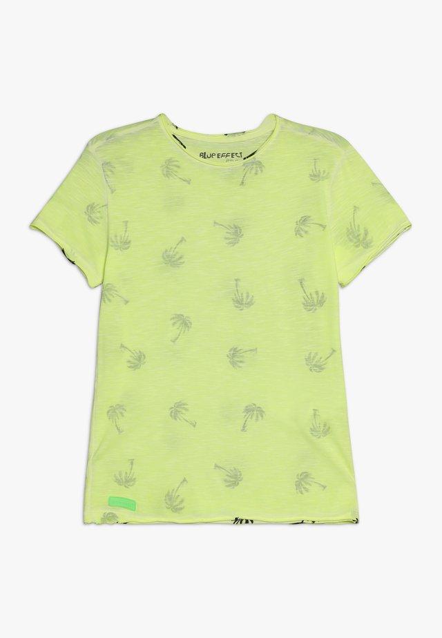 BOYS PALMEN ALLOVER - T-shirts print - neon gelb