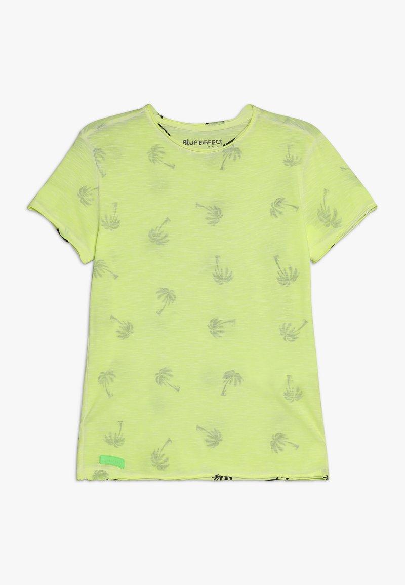 Blue Effect - BOYS PALMEN ALLOVER - Print T-shirt - neon gelb