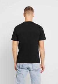 Calvin Klein Jeans - MIRRORED MONOGRAM TEE - T-shirt z nadrukiem - black/white - 2