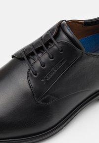 Lloyd - MOLTO - Šněrovací boty - black - 5