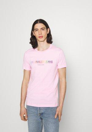 SLIM LOGO TEE UNISEX - Print T-shirt - sweet lilac