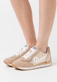 No Name - CITY RUN JOGGER - Trainers - sand/gold - 0