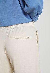 Samsøe Samsøe - HOYS STRAIGHT PANTS - Bukser - warm white - 5