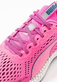 Puma - SPEED 600 2  - Zapatillas de running neutras - luminous pink/digi/blue - 5