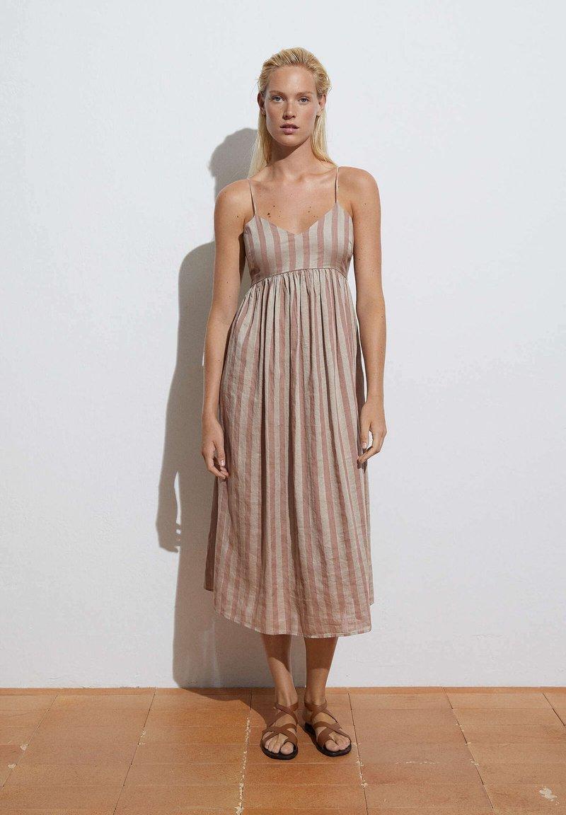 OYSHO - Day dress - brown