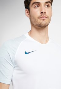 Nike Performance - Printtipaita - white/silver pine/iridescent - 5