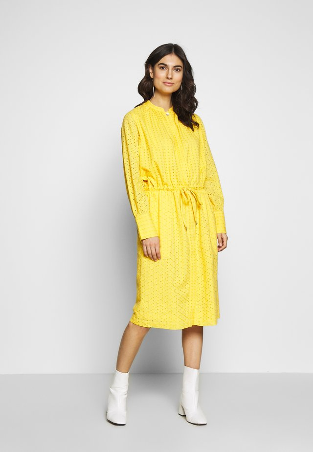 ROBERTA - Shirt dress - daffodil
