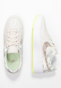 Nike Sportswear - AIR FORCE 1 SAGE PRM - Trainers - light orewood brown/moon particle/sail/white/hyper pink/racer blue - 3