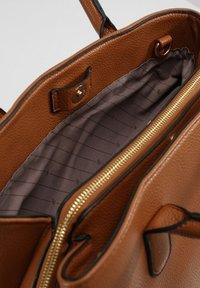L.CREDI - Handbag - cognac - 3
