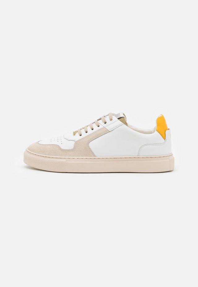 RETRON CORALIE - Sneakers laag - yellow
