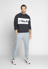 Nike Sportswear - AIR - Collegepaita - black/white/university red - 1