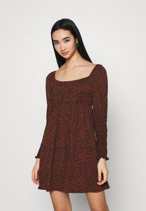 Denné šaty - red