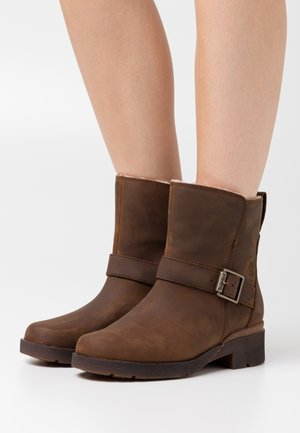 GRACEYN WP - Cowboy/biker ankle boot - rust