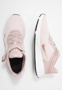 Nike Performance - REVOLUTION 5 FLYEASE - Zapatillas de running neutras - barely rose/metallic red bronze/stone mauve/black/metallic silver - 1