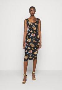 Versace Jeans Couture - LADY DRESS - Vestito di maglina - black - 0