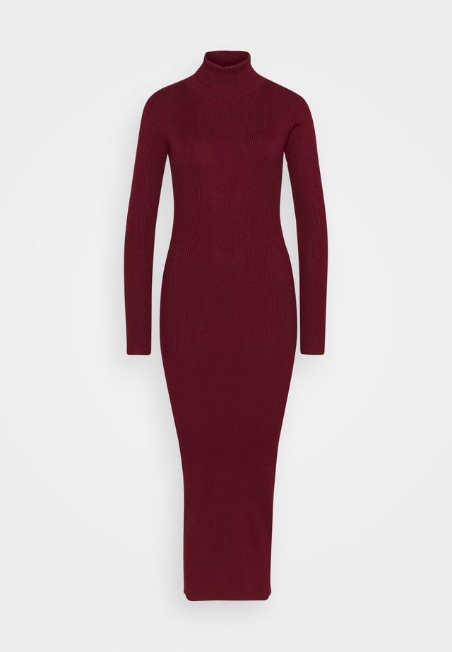 ROLL NECK DRESS - Gebreide jurk - deeper red