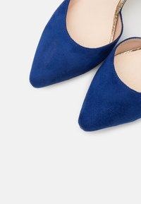 Menbur - Classic heels - blue - 5