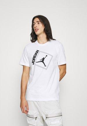 JUMPMAN BOX CREW - T-shirt imprimé - white/black