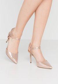 New Look - SPECTACLE - Escarpins à talons hauts - rose gold - 0