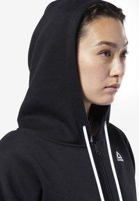 Reebok - TRAINING ESSENTIALS FULL ZIP SWEATSHIRT - Zip-up hoodie - black - 4