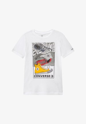 MIXED MEDIA SNEAKER STACK TEE - T-shirt z nadrukiem - white