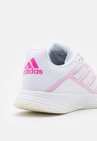 adidas Performance - DURAMO - Scarpe running neutre - footwear white/screaming pink - 5