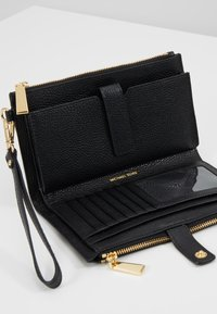 MICHAEL Michael Kors - MERCER PEBBLE - Portefeuille - black