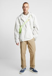 Nike Sportswear - TEE  - Camiseta estampada - sail - 1